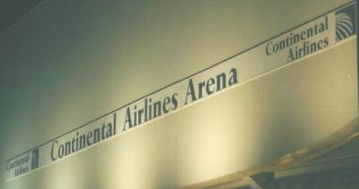 continentalairlinesarenanamesign.jpg (7830 Byte)